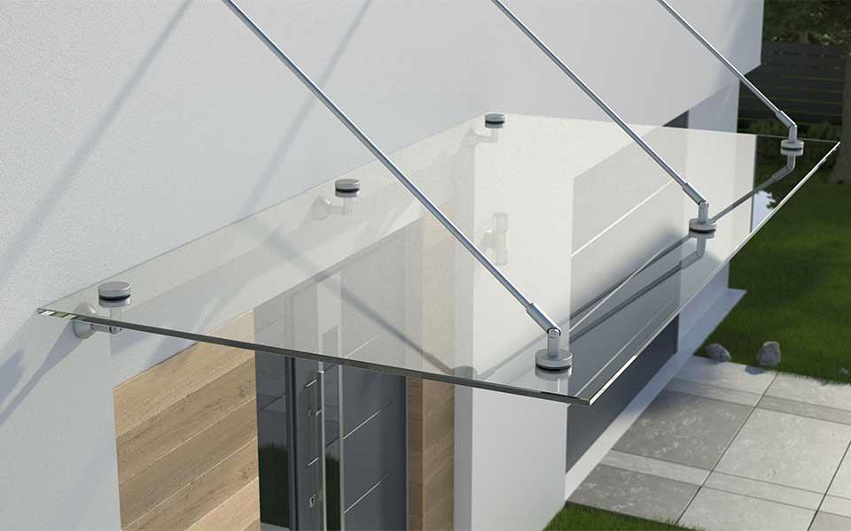 Glasvordach eines Hauses in München
