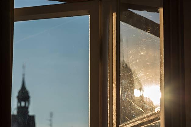Kratzer entfernen aus Glasfenster in München