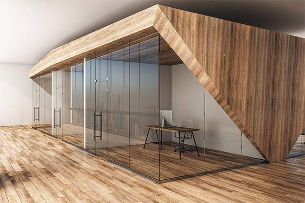 Moderner Glasraumtrenner in einem Büro in München